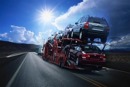 auto-transport-carrier-delivering-cars